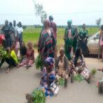 Parents of kidnapped Bethel Baptist school children  kaduna blocks Kaduna express way as they protest to register their sadness (photos)
